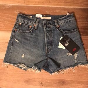 NWT Levi's wedgie fit shorts